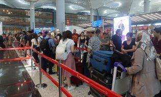 İstanbul Havalimanı'nda Bayram Dönüşü İzdihamı Yaşandı