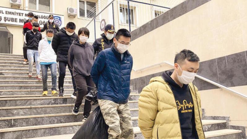 İstanbul'da 100 Kişiyi Zorla Çalıştıran Sahte Kripto Yatırım Dolandırıcılarına Baskın Düzenledi